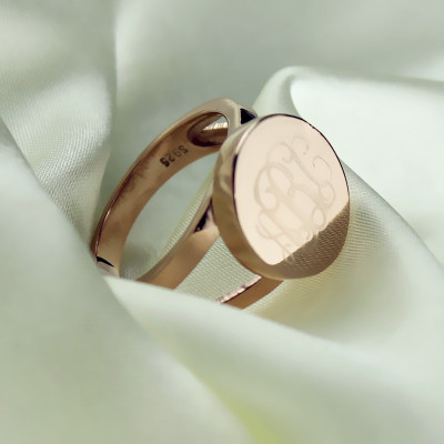 Rose Gold Circle Signet Monogram Ring - The Name Jewellery™
